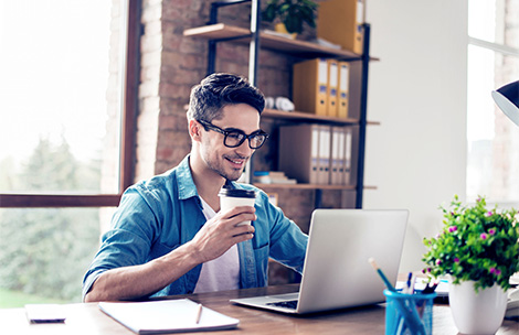 Young man working from home thanks to LANCOM Advanced VPN Client